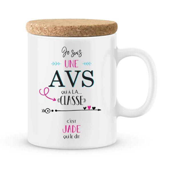 Cadeau AVS. Mug personnalisé AVS qui a la classe